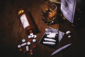 Différentes drogues: alcool, médicaments, cocaïne